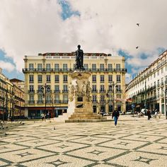 Daily life in #Lisbon is peaceful! Find your place by clicking the link in our bio. #chiado #insuites #rent #tourism #travelgram #exploremore #wonderfulplaces #justgoshoot #discover #vsco