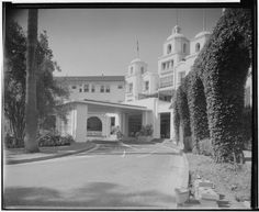 The Beverly Hills Hotel, port cochere, main entrance, ca. Courtesy UC CA Digital Library. Hotel California, Vintage California, Southern California, Driveway Entrance, Main Entrance, Garden Of Allah, Los Angeles Hollywood, Home Structure, Hotels