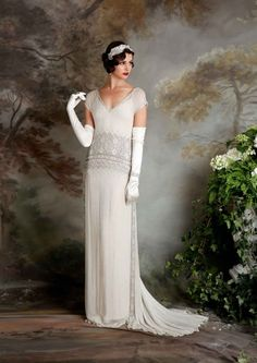 (Foto 12 de 23) Naomi: Traje de novia de líneas fluidas y estilo vintage con detalle geométrico a la altura de la cintura, Galeria de fotos de Las novias vintage de Eliza Jane Howell