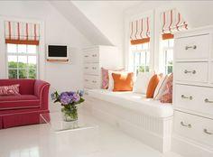 fensterbank wohnideen wohnzimmer dekokissen weißer boden orange akzente