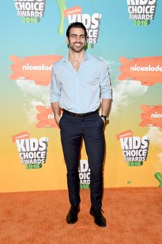 Nyle DiMarco Photos - Model/actor Nyle DiMarco attends Nickelodeon's 2016 Kids' Choice Awards at The Forum on March 2016 in Inglewood, California. Kids Choice Award, Choice Awards, Peta Murgatroyd, Nyle Dimarco, Witney Carson, Bright Pink Dresses, Deaf People, I Like Him, Sexy Men