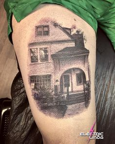 The tattoo I made on @larryfisherman  aka Mac Miller yesterday. It is the house he grew up in. Thank you so much for the awesome visit! A OnceInALifetime experience! Done at @attitudetattoostudio Booking: www.attitude.no