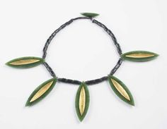 Chris Charteris - jade and gold necklace 2002 (Te Papa collection). 2000s, Jade, Gold Necklace, Jewels, Jewellery, Contemporary, Accessories, Collection, Schmuck
