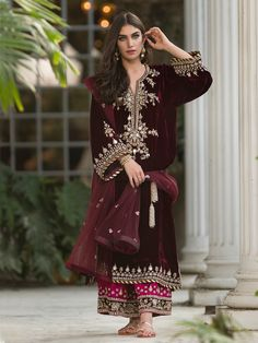 indian fashion Anarkali -- Click Visit link above for more info Pakistani Couture, Pakistani Dress Design, Pakistani Outfits, Indian Outfits, Velvet Pakistani Dress, Latest Pakistani Fashion, Pakistani Girl, Indian Attire, Indian Wear