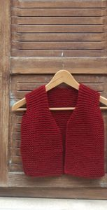 a vest, a ! - A place in the sun - vest Easy Knitting Patterns, Knitting For Kids, Knitting Yarn, Knitting Dolls Clothes, Doll Clothes, Tricot Baby, Pull Bebe, Knitwear, Knit Crochet