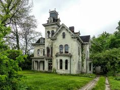 Gorgeous abandoned home in Indiana