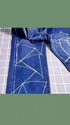 Family DIY ideas - Puf The Effective Pictures We Offer You About diy A quality picture can tell you many things. Diy Jeans, Recycle Jeans, Jean Crafts, Denim Crafts, Sewing Tutorials, Sewing Hacks, Sewing Projects, Diy Fashion, Fashion Hacks