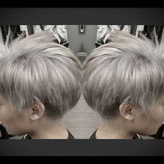 I think she's ready to be #Storm by Haloween..From level 3 to this... 41/2Hours!! #Blondeme ,you are KillinMe with excitement.#schwarzkopfprofessional #bleachandtone #silvermetallic #guytangmetallics #alwaysolaplex @olaplex #hairbyhelenchung #sfstylist #sfcolorist #silverhair #greyhair #AlchemeSalon #샌프란시스코 #머리스타그램 #헤어스타그램 #은색머리 #회색머리 #탈색 #머리염색 #올라플렉스 #옴브레 #검정머리에서회색머리 . 4 1/2시간 걸렸어요.