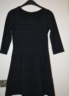 À vendre sur #vintedfrance ! http://www.vinted.fr/mode-femmes/robes-habillees/25713169-robe-noire-habillee-pimkie-manches-34