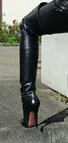 Do you think that I am sexy Mark Shavick darling? Black High Boots, High Leather Boots, Thigh High Boots, High Heel Boots, Over The Knee Boots, Heeled Boots, High Heels, Killer Heels, Leggings
