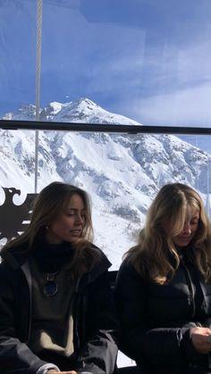 probably warm out Ski Season, Foto Pose, Best Friend Goals, Best Friends, Jolie Photo, Friend Pictures, Cool Photos, Thing 1, Photoshoot