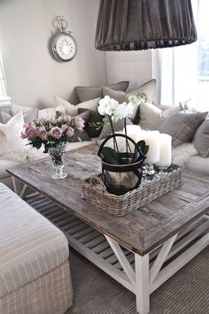 25 Beautiful Farmhouse Coffee Table Design For Living Room - For the Home - Living Room Table Decor Room, Home Decor Bedroom, Home Living Room, Living Room Designs, Living Room Decor, Diy Home Decor, Coffee Table Design, Diy Coffee Table, Decorating Coffee Tables