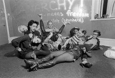 Siouxie Sioux, Philip Salon, Debbie Juvenil.... In Linda Ashby apartment