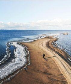 Chilly morning at Kalajoki Beach by @tonieskelinen #kalajoki #kalajokibeach #kalajoenhiekat #kalajoenhiekkasärkät #hiekkasärkät… Finland, Travelling, Scenery, Country Roads, Blue And White, Autumn, World, Instagram, Beach