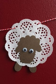DIY: Osterlämmchen aus Tortenspitze - DIY projects from Ars Vera(e) - Easter Crafts, Christmas Crafts, Diy Crafts For Kids, Arts And Crafts, Diy Niños Manualidades, Sheep Crafts, Easter Lamb, Church Crafts, Sunday School Crafts