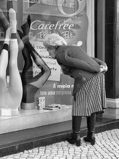 Photo by Henri Cartier-Bresson #OldBlackandWhitePhotographs