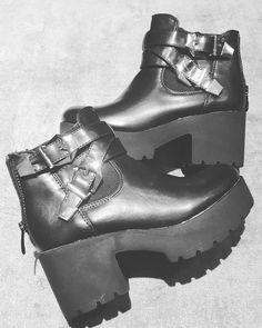 Comanda acum Ghetele Untold ❤ www.fshoes.ro #fashion #style #stylish #love #cute #beautiful #pretty #girl #design #model #shoes #heels #shopping #glam #fshoes #reduceri #bucuresti #romania #amazing #incaltaminte #dama #online #pantofi #cizme #botine #picoftheday #instalike