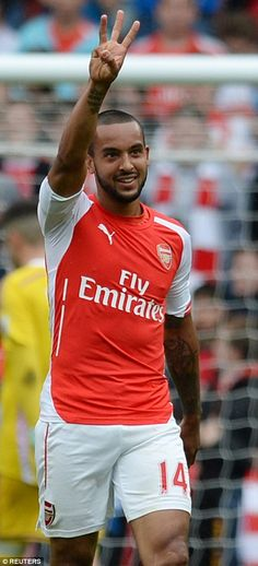Walcott signals the number three... a good end to the season 24 May 15