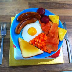 Full English Breakfast Cake Edible Plate Men S Cakes Fondant Bacon Eggs Sausages Toast Hash Browns Tomatoes Baked Beans