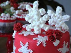 Detalhe do bolo com decoração de floco de neve!