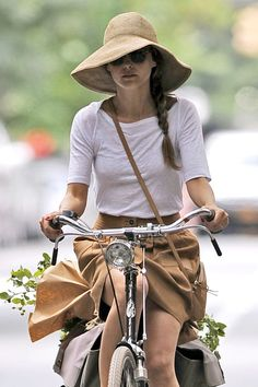 Keri Russell Photo - Keri Russell, star of the upcoming film 'Austenland', tries to keep a low profile in a large hat as she is seen cycling after picking up a few things at a local farmer's market