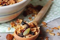 The combinations for granola recipes are endless, but I really enjoy Cranberry Pumpkin Seed Granola because of its beautiful colors and texture! Weight Watchers Meal Plans, Weight Watchers Snacks, Healthy Baking, Healthy Recipes, Healthy Eats, Heart Healthy Snacks, Eating For Weightloss, Easy Meal Plans, Afternoon Snacks