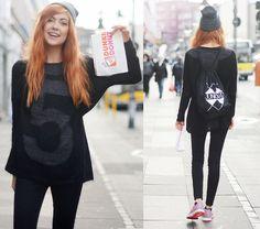 5preview Knitted Sweater, Junkyard Xx Xy Bag, Junkyard Xx Xy Beanie, Monki Jeans, Nike Sneakers