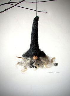 Nadel gefilzt Tomte Nisse Gnome Hexe auf einem von LambertsLambs