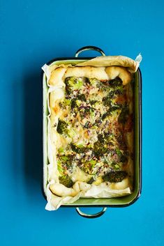The Most Indulgent Quick Cook Quiche: Broccoli, Gorgonzola, Chilli and Walnut - The Happy Foodie Quiche Recipes, Tart Recipes, Casserole Recipes, Cooking Recipes, Meatless Recipes, Vegan Recipes, Vegetarian Tart, One Dish Dinners, Roasting Tins