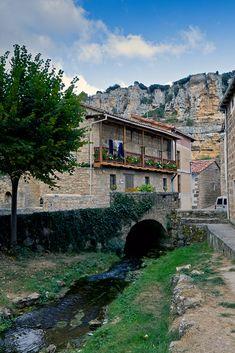 Orbaneja del Castillo, el pueblo más pintoresco de Burgos Spain, Earth, Adventure, Mansions, Country, World, House Styles, Madrid, Barcelona