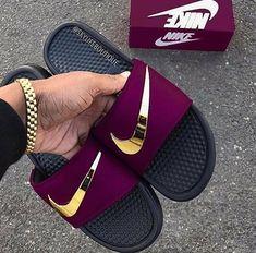 Burgundy and gold nike slides. Jordan Shoes Girls, Girls Shoes, Shoes Women, Nike Trends, Latest Nike Shoes, Moda Nike, Nike Slippers, Nike Air Shoes, Nike Sandals For Men