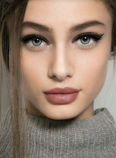 Best Winter Makeup Looks For Your Inspiration; Makeup Looks; Winter Makeup Looks; Smoking Eye Makeup Looks; Trendy Makeup Looks; Latest Makeup Looks; Hooded Eye Makeup, Eye Makeup Tips, Smokey Eye Makeup, Hooded Eyes, Beauty Makeup, Makeup Glowy, Glamour Makeup, Fashion Glamour, Ootd Fashion