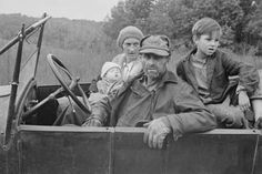 Photo: A Destitute Family with Their Old Car in Ozark Mountains During the Great Depression. Oct, 1935 : 24x16in