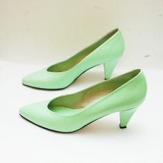 80s creamy MINT leather pumps by Jacques by retrospectrovintage.