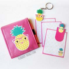 This cute pineapple notepad set includes:1 hot pink vinyl notepad case with pineapple print size is 10cm x 12cm folded (3 3/4 x 4.5 inches)1 memo notepad with pineapple print size is 7.5cm x 9cm (3 x 3.5 inches)1 pineapple design magnetic page marker1 plastic keychain (or planner charm!)1 small lead pencil in pinkShipping from Brisbane, Australia.