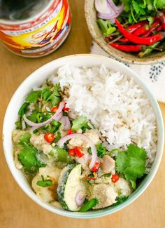 This Thai Green curry recipe is easy to make and you can customize it with vegetables or chicken to your liking. It only needs about 5 ingredients including green curry paste, coconut milk, zucchini and rice for serving. Curry Vert Thai, Easy Thai Green Curry, Thai Green Curry Recipes, Broccoli, Spinach, Cooking With Coconut Milk, Asian Recipes, Healthy Recipes, Thai Recipes