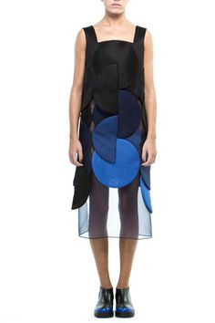 Fashion bloc is a fashion agency looking for design talent from emerging fashion capitals to help them build sustainable fashion brands. Blue Fashion, Modern Fashion, New Fashion, Fashion Art, Fashion Show, Fashion Outfits, Womens Fashion, Fashion Design, Geometric Fashion