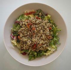 Quinoa al pesto con ensalada
