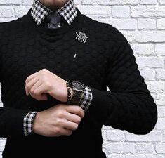 Gone were the days when men's least priority is to look good. Mens sweaters provide every men the luxury and opportunity to look great and be fashionable in t Stylish Men, Men Casual, Stylish Clothes, Mens Shirt And Tie, Mode Man, Mode Costume, Herren Outfit, Tie Styles, Well Dressed Men