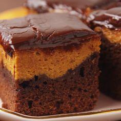 A decadent fall brownie. Köstliche Desserts, Delicious Desserts, Dessert Recipes, Yummy Food, Pumpkin Recipes, Fall Recipes, Cake Au Chocolat Fondant, Savoury Cake, Brownie Recipes