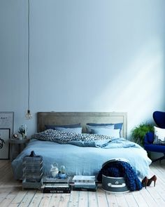 The monochrome bedroom: All blue room by Swedish interior stylist Anna Marselius for NK Stil magazine. Photographer by Karl Andersson. Blue Rooms, Blue Bedroom, Bedroom Decor, Blue Walls, Bedroom Ideas, Ombre Walls, Bedroom Designs, Bedroom Wall, Bedroom Furniture