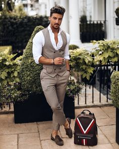 6 erros que os homens cometem ao usar roupa social - Uñas Coffing Maquillaje Peinados Tutoriales de cabello Formal Dresses For Men, Formal Men Outfit, Men Formal, Formal Wear, Formal Suits, Blazer Outfits Men, Stylish Mens Outfits, Business Casual Outfits, Indian Men Fashion
