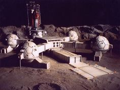 Awesome, retro moon base. Looks like it could be from Thunderbirds.