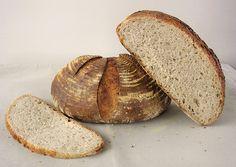 Bochenek świeżego chleba