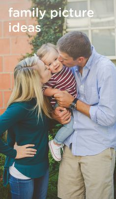 The holiday season is a great time to capture a family photo with your growing toddler. Compose pictures you can easily use on holiday cards with these family photography and pose ideas.