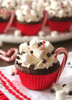 Cupcake Recipes Hot Cocoa Cupcakes Recipe from Lick The Bowl Good.Hot Cocoa Cupcakes Recipe from Lick The Bowl Good. Holiday Desserts, Holiday Baking, Holiday Treats, Holiday Recipes, Holiday Cupcakes, Christmas Cupcakes Decoration, Christmas Recipes, Snowman Cupcakes, Cute Christmas Desserts