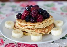The most delicious, Fluffy Syn Free American Style Pancakes that you will ever make. A perfect breakfast or dessert. Gluten Free, Vegetarian, Slimming World and Weight Watchers friendly Slimming World Pancakes, Slimming World Deserts, Slimming World Breakfast, Slimming World Diet, Slimming Eats, Slimming World Recipes, Best Breakfast, Breakfast Pancakes, Oatmeal Pancakes