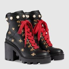 9c9232fb2 Gucci Leather embroidered ankle boot Detail 2 Roupas Tumblr, Sapatos Gucci,  Meias Para Botas
