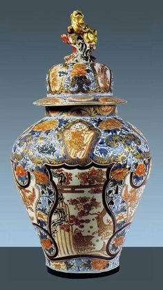 similar to Chinese vase from Octagon and brought back from Japan or China by Uncle Walter Delft, Japanese Porcelain, Japanese Vase, Porcelain Ceramics, Painted Porcelain, China Porcelain, Wooden Vase, China Art, Ceramic Art