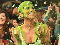 Halle Berry Slimed ►KCAs 2012